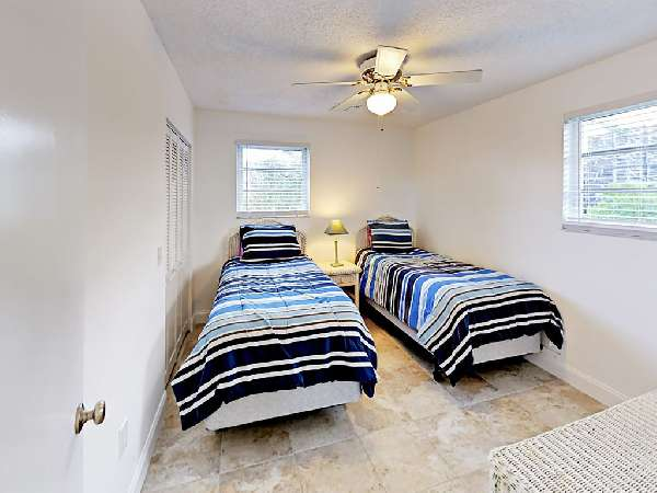 1593092963-cottage bed 2.jpg
